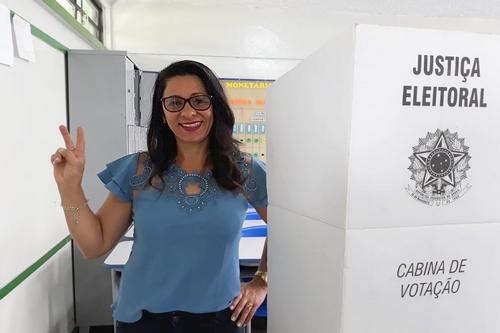 Neusa Mapa votou na escola estadual Geraldo Bittencourt