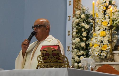 Padre faz apelo em nome da fé