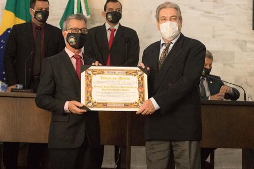 Francisco Rodrigues Pereira, Provedor do Hospital Queluz, recebendo a honraria