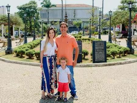 Giuseppe com a esposa Isabella Dutra Lopes e o filho  Davi