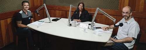 Aloísio Rezende no estúdio da Rádio Carijós 92,3 FM