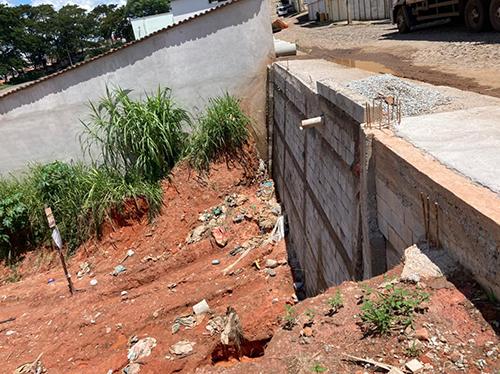 Muro foi construído no local