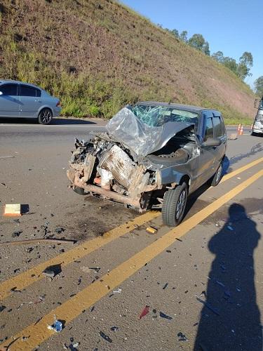 Carro de passeio também foi bastante impacto no acidente