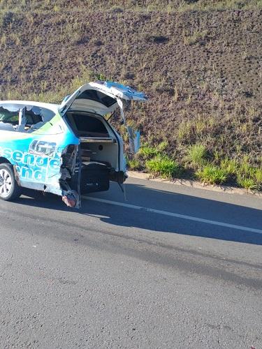Veículo da funerária também foi danificado