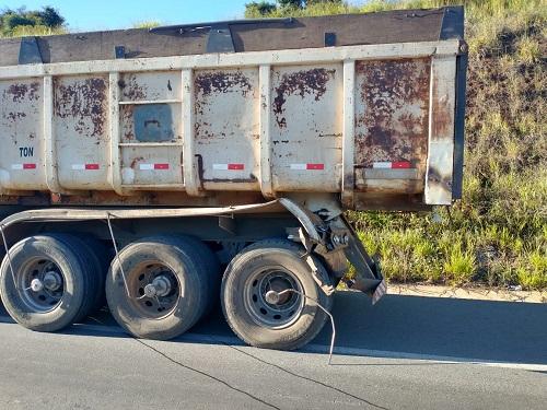 Caminhão atingido no ato
