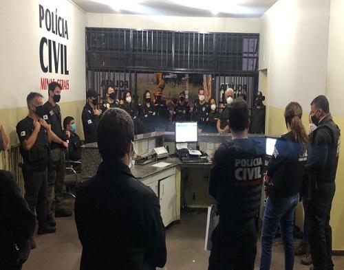 Diversos policiais participaram da operação