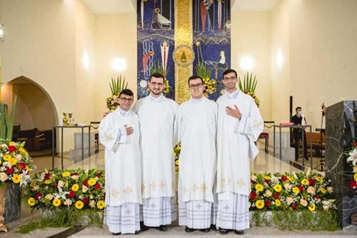 Futuros novos diáconos da Arquidiocese de Mariana. Foto: Ordenação diaconal em 2020. Crédito: Leonardo Gomes