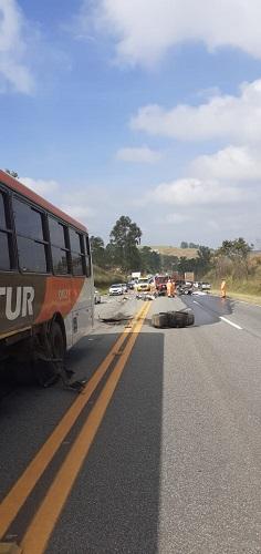 Ônibus da empresa se envolveu no acidente
