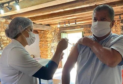 Aos 58 anos, Mário Marcus recebe primeira dose do imunizante