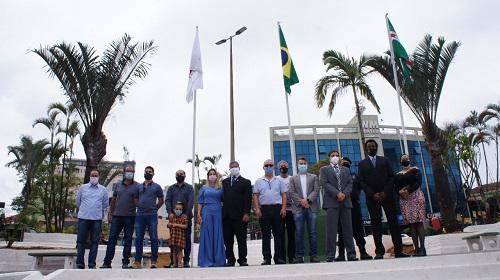 Autoridades durante a comemoração