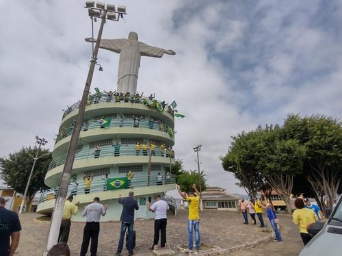 Integrantes  igrejas evangélicas e apoiadores de Bolsonaro participaram ato na praça do Cristo