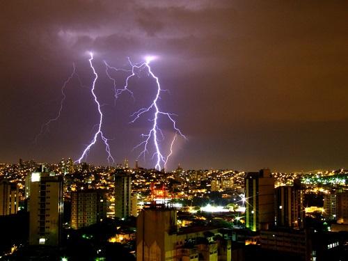 Raios em Belo Horizonte. Foto: Demétrio Aguiar