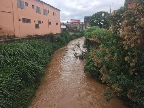 Nível do rio Bananeiras aumentou bastante na segunda-feira